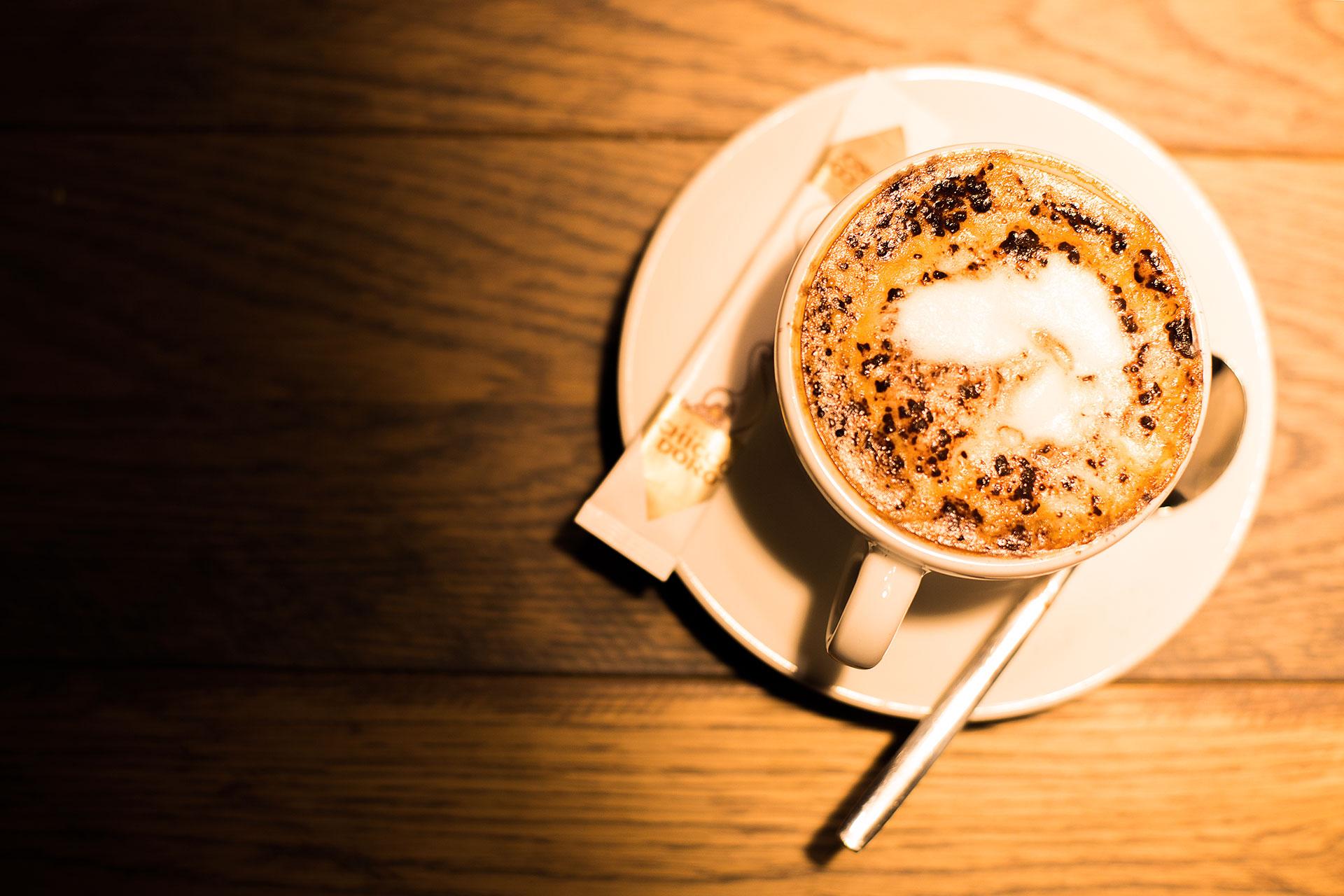 cappuccino mit herzschaum